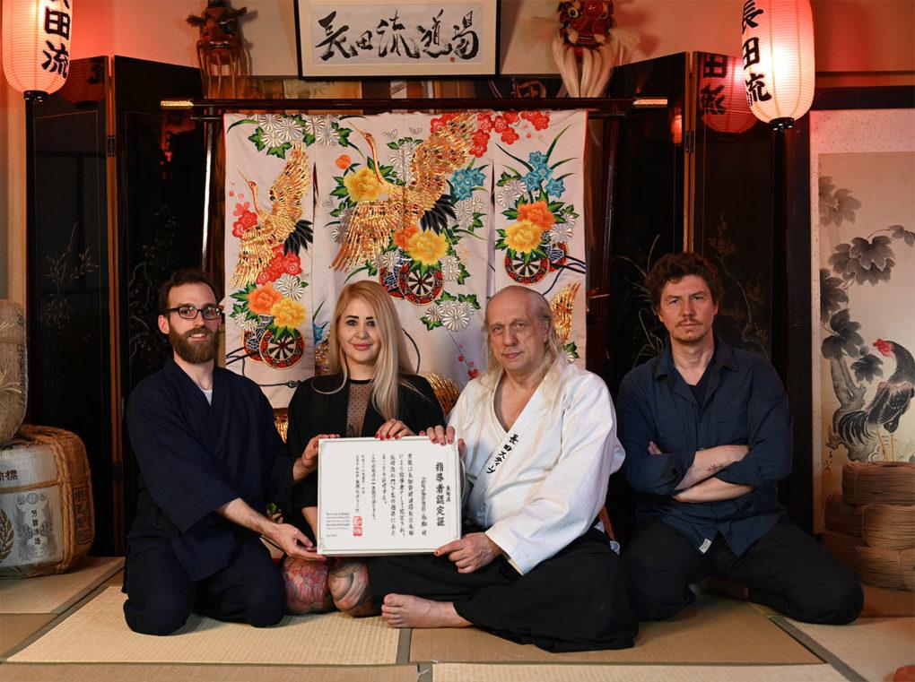 Übergabe der Osada-Instruktoren-Lizenz, Tokio, 20. April 2019. Danke an Steve, Michael Ropeknight und Yoko Sumii.