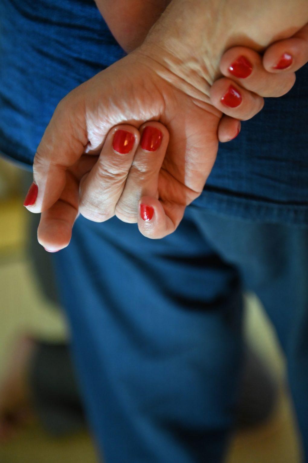 Die Händes des Meisters. Osada Steve betrachtet die Lernenden