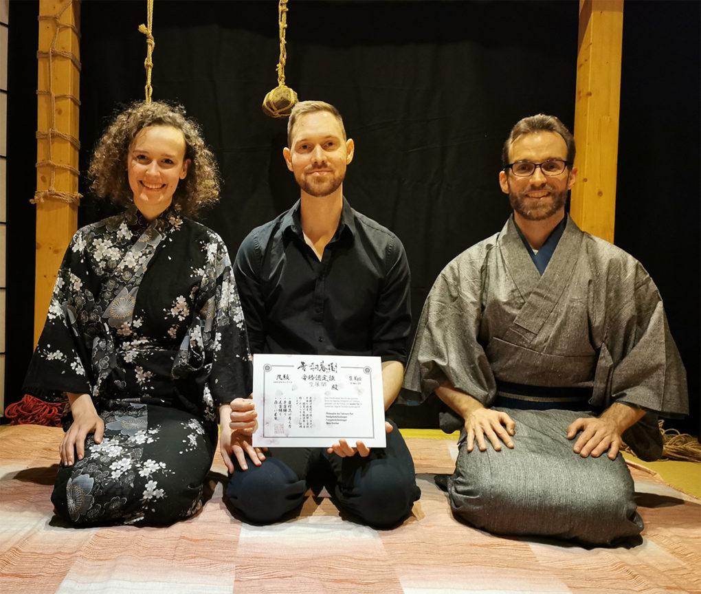 Die Lernenden nach der bestandenen Kyû-Prüfung zum 9. Kyû Yukimura-Ryû. Herzlichen Glückwunsch